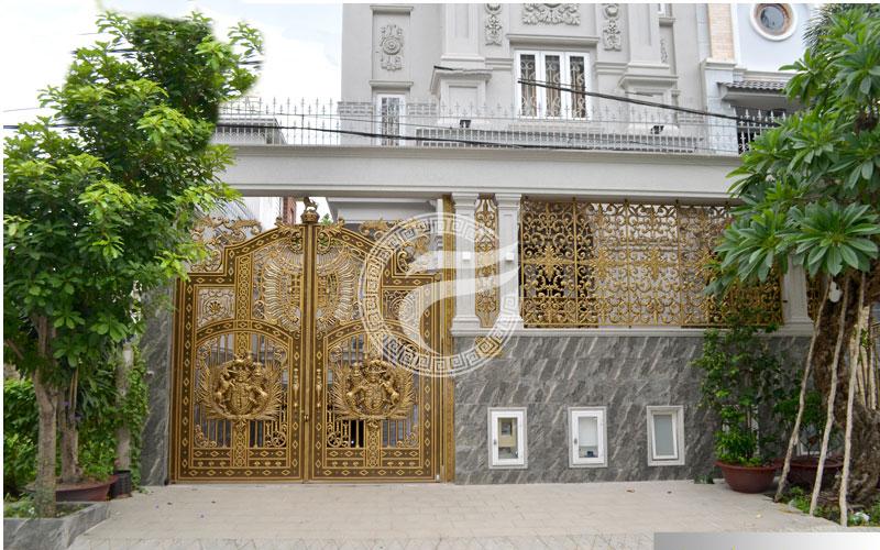 Thi công cổng nhôm đúc tại Huyện Bình Chánh, Hồ Chí Minh