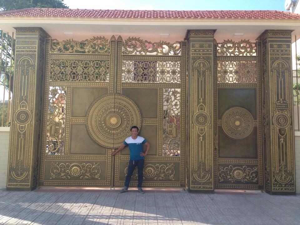 Tư vấn thiết kế cổng nhôm đúc cho cổng nhà biệt thự kiến trúc Pháp